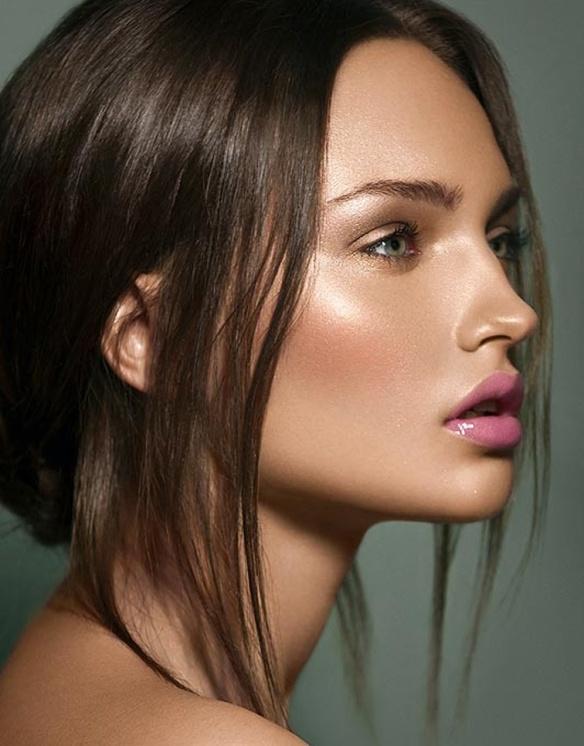 beauty-pink-lips-pout-bronze-dewy-glow-shimmer-brunette-model-fashionoverreason